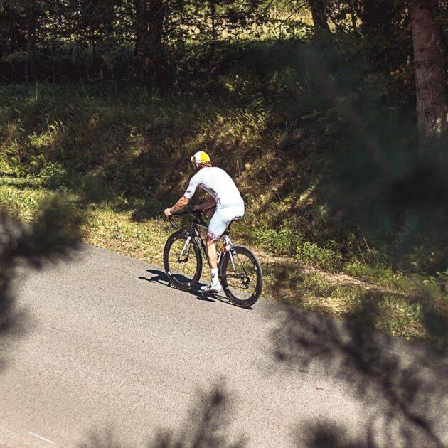 Briis valge rattasärk